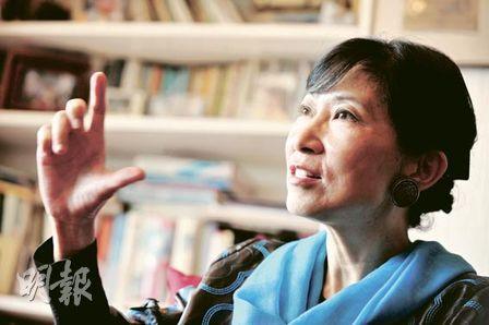毛孟靜表示學好語文很重要,否則會被誤會智能比他人低。「曾有以英語為母語的年輕人做中文練習,需把『We learn from each other』譯為中文,他便寫『我們學習從我們』。用中文的人看了便覺得這人是否沒有腦袋。」她又說,我們學習英語也一樣,令人誤會,便對自己不公平。