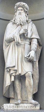 Statue of Leonardo da Vinci at the Uffizi, Florence.