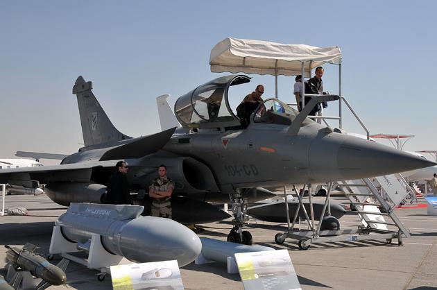 A Rafale fighter jet of France is on display during the first day of the Dubai International Airshow in Dubai, United Arab Emirates, Nov. 13, 2011. Xinhua Photo.