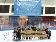 荃灣海濱溜冰場將於7月31日關閉,學員和家長希望發展商能有社會企業責任,保留這個新界區唯一溜冰場。(何曉勤攝)