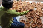 "Indian Muslim bakers prepared a version of naan bread popularly known as ""Khadeem Munshai Naan"".  (AFP Photo)"