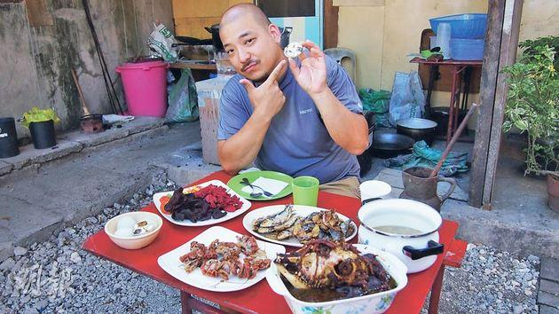 Host Simon Yin tries out bizarre dishes in Asia.