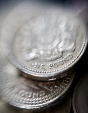 British Sterling coins were pictured in London,  June 17, 2008. (AFP Photo)