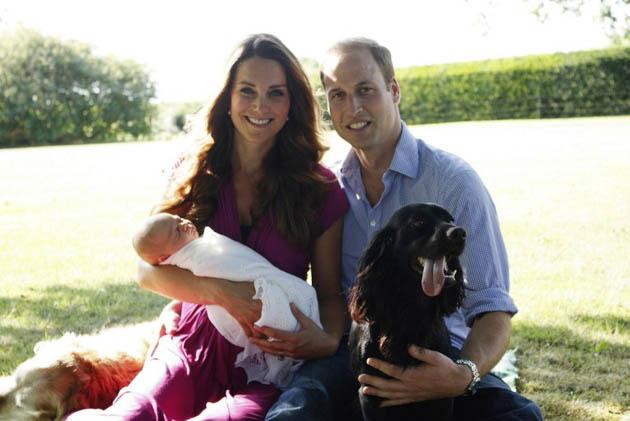 A handout picture released on August 19, 2013 by Kensington Palace shows Prince William, Duke of Cambridge, his wife Catherine, Duchess of Cambridge, with their newborn baby boy, Prince George of Cambridge, Tilly the retriever (left), and Lupo, the cocker spaniel (right) at the Middleton family home in Bucklebury, Berkshire, in early August, 2013. (AFP Photo/Duke and Duchess of Cambridge/Michael Middleton)