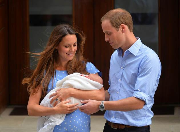 In a file picture taken on July 23, 2013, Prince William, Duke of Cambridge, and Catherine, Duchess of Cambridge show their new-born baby boy, Prince George of Cambridge, to the world's media outside the Lindo Wing of St Mary's Hospital in London. (AFP Photo)