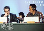 世界貿易組織成立18年來首次達成國際協議,巴西裔總幹事阿塞維多(左)一時感觸流淚,在旁的印尼貿易部長維亞萬(右)加以安慰。