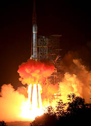 The Long March - 3B carrier rocket carrying China's Chang'e-3 lunar probe blasted off from the launch pad at Xichang Satellite Launch Center, southwest China's Sichuan Province, on Dec 2, 2013. (Xinhua Photo)