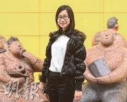 一直想買醫保的年輕教師羅小姐(圖),發現若自己購買自願醫保,扣稅優惠每年只得55元,直言不吸引,不考慮買自願醫保。(葉家豪攝)