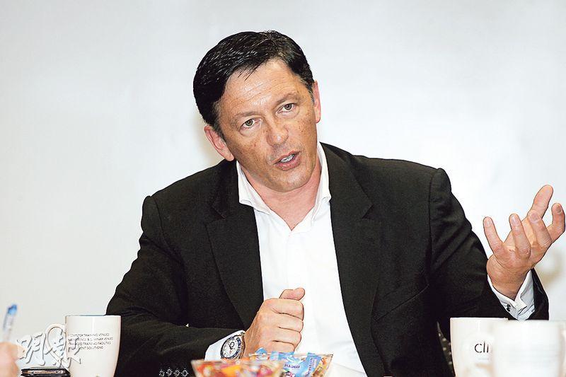 國際電子煙商協會TVECA創辦人Ray Story(圖)近日到深圳出席電子煙展覽會後來港,並邀約傳媒交流。他說過往曾協助電子煙打入美國及歐洲部分市場,今次行程中亦有與內地官員會面,商討電子煙的前景及如何規管。(李紹昌攝)