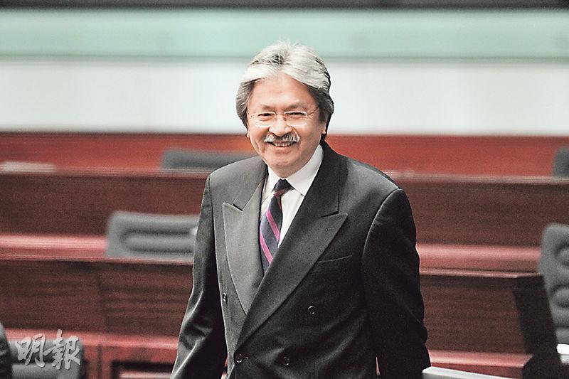 財政司長曾俊華昨不時留在會議廳內聆聽議員發言,下周三會作回應。(李澤彤攝)