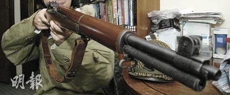 An imitation of a semi-automatic rifle used in World War II (Mingpao Photo)