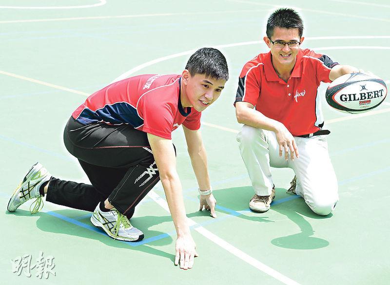 教院健康與體育學系學生錢晉業(左),於修讀教院副學士時,在論文導師周志清(右)指導下,完成有關不同時間對中學生心肺耐力影響的論文,發現中午的最大攝氧量較佳,是最好的運動時分。該論文被刊於一份亞洲的運動醫學期刊Asian Journal of Sports Medicine。(劉焌陶攝)