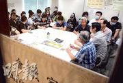 約20名DSC員工昨日出席勞工處的調解會議,惟資方未有派代表出席。(李澤彤攝)