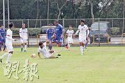 上半場為港隊先開紀錄的伊達(右),在下半場中段換上南華球衣上陣,但未能為「少林兵」扳平。(卓志恒攝)
