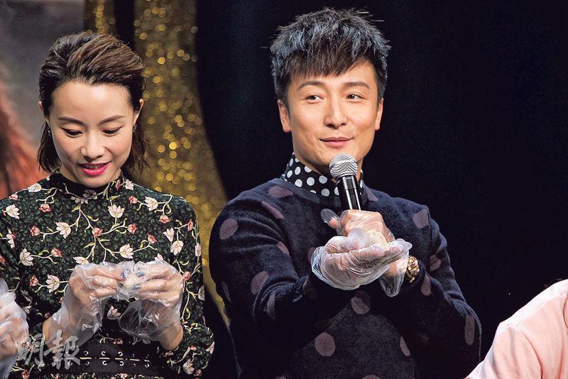 鄧麗欣(左)與方力申(右)以情侶檔到廣州宣傳新片。