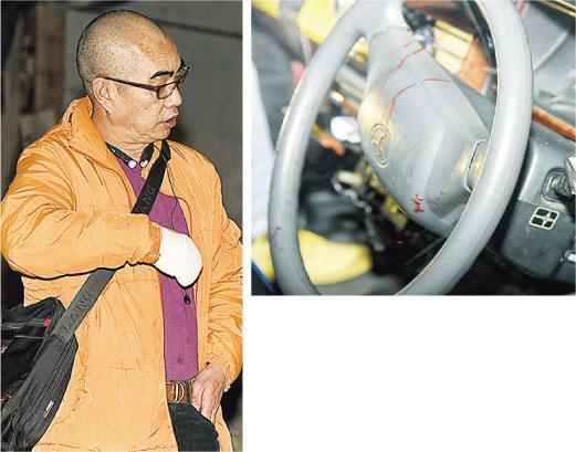 葵涌藍田街的士劫案,的士司機(左圖)右手受傷。上圖可見的士軚盤血迹(蔡方山攝)