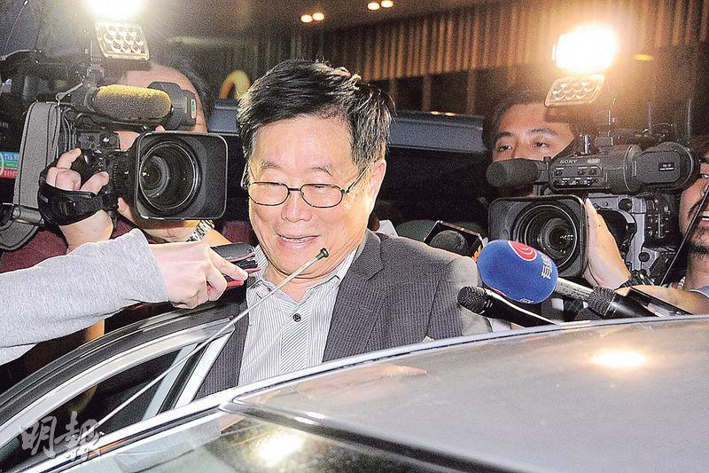 亞視新聞及公共事務部高級副總裁劉瀾昌昨承認已引用《僱傭條例》10A條自動遣散。他日前在公開場合表示亞視隨時有停播風險,亞視新聞部報道有關消息,遭股東代表何子慧指摘。亞視員工流傳劉因而「被炒」,他回覆稱「沒聽過」此事。(資料圖片)