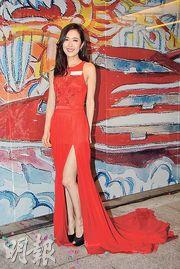 唐詩詠昨日穿上火紅色高衩裙大曬長腿。(攝影/記者﹕梁榮達)