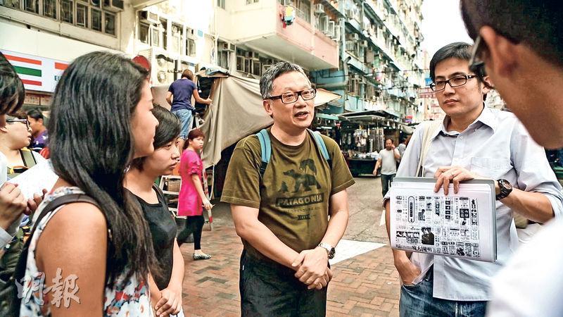 港大社會學系副教授吳俊雄與年輕人到深水埗,尋找黃霑的根。
