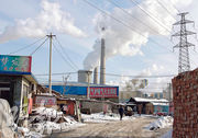 為解決空氣污染嚴重問題,內地政府已於今年出台最新政策,限制、延後或取消對於新建煤炭發電廠的批核與建設。圖為北京一煤電廠。(資料圖片)