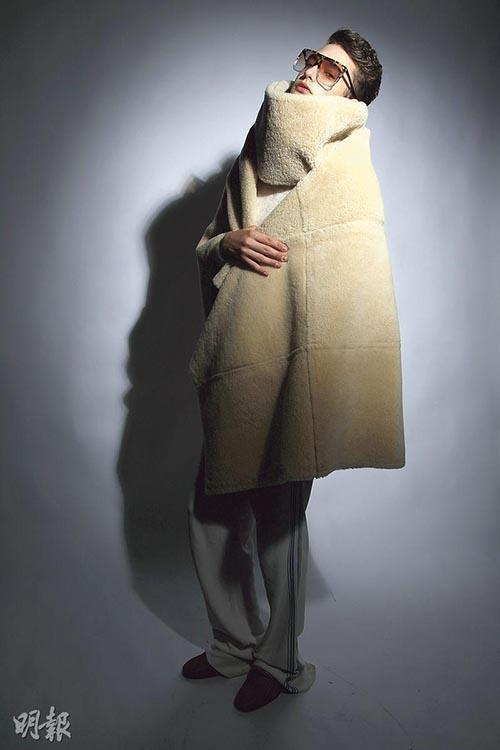 A muffler and a shawl in modern style (Mingpao photo)