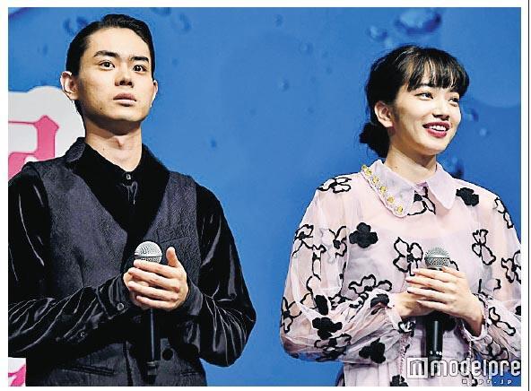菅田將暉(左)與小松菜奈(右)前日現身宣傳活動,難怪被指借緋聞谷戲。