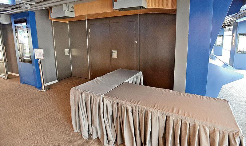 擬作香港故宮館諮詢展覽的中環展城館3樓昨午已關閉,不見任何相關佈置。(楊柏賢攝)