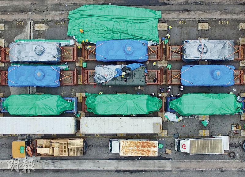 新加坡防長黃永宏表示,總理李顯龍已致函香港特首梁振英,索返被扣的9輛裝甲車(圖)。(資料圖片)