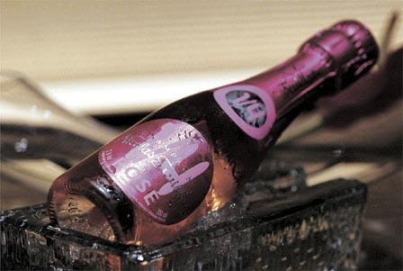 Champagne (Mingpao Photo)