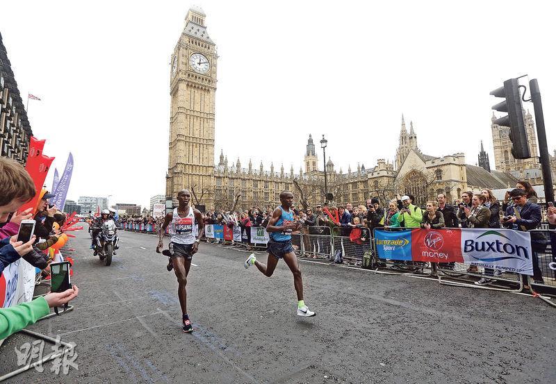 2015年的倫敦馬拉松,大批觀眾在沿途為選手打氣,背後是著名景點大笨鐘及國會大樓。