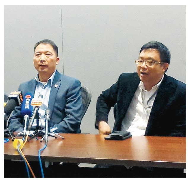 擁30張選委票的民主黨,昨宣布推薦黨員提名曾俊華參選特首,黨主席胡志偉(左)稱,希望透過提名曾俊華抗衡中聯辦干預,形容曾俊華是最有可能挑戰特首選舉結果。(梁智康攝)