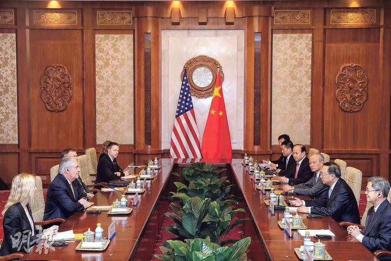 國務委員楊潔篪(右二)昨日與美國國務卿蒂勒森(左二)會談。(法新社)