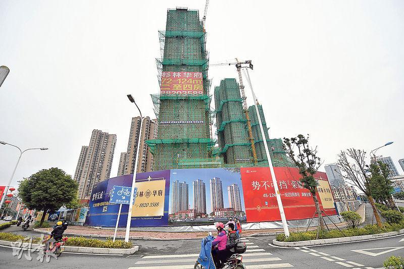 內地房價升勢明顯加快,2月份70大城市中,有56個城市新建商品住宅按月上漲,較1月份多出11個。圖為福州一個正在興建中的樓盤。(資料圖片)