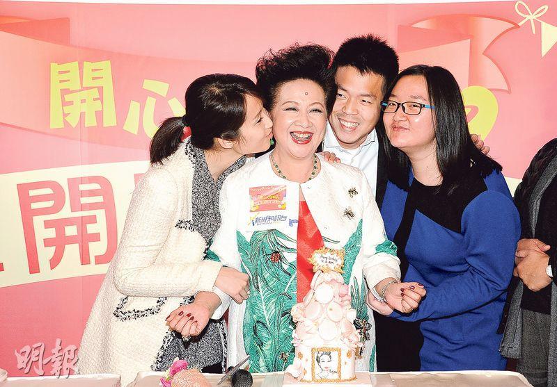 薛家燕生日獲3個寶貝仔女送吻,甜入心。(攝影/記者:鍾偉茵)