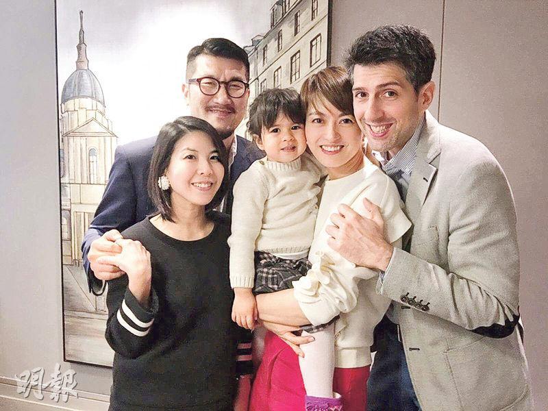 梁詠琪41歲生日,好友許茹芸(左)一同慶祝,但發現她圓潤不少,孕味甚濃。