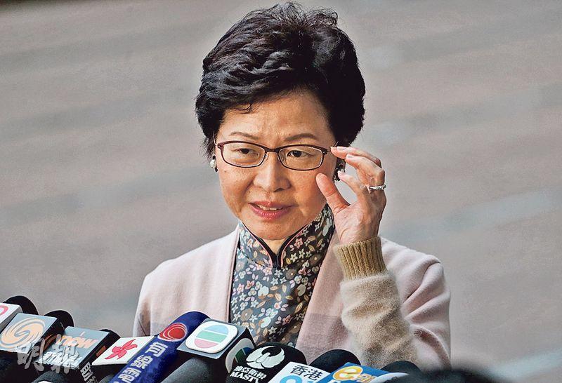 候任特首林鄭月娥昨被問及如日後推出港人首置上車盤,是否需要收緊買家資格,她說「港人的定義當然是香港永久性居民」。(李紹昌攝)