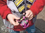 在校內被打的自閉男童最愛玩超人玩具,外出或在家也不離手,說希望超人可以保護他。(林智傑攝)