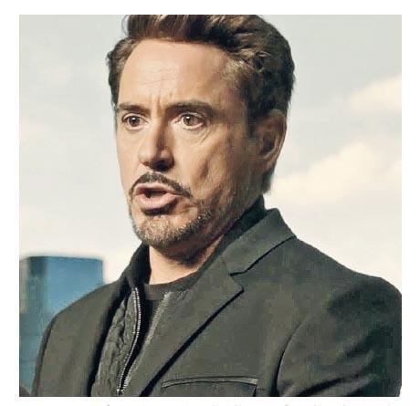 羅拔唐尼扮演的鐵甲奇俠送了全新戰衣給蜘蛛俠,但見對方行事鹵莽,忍不住教訓他。