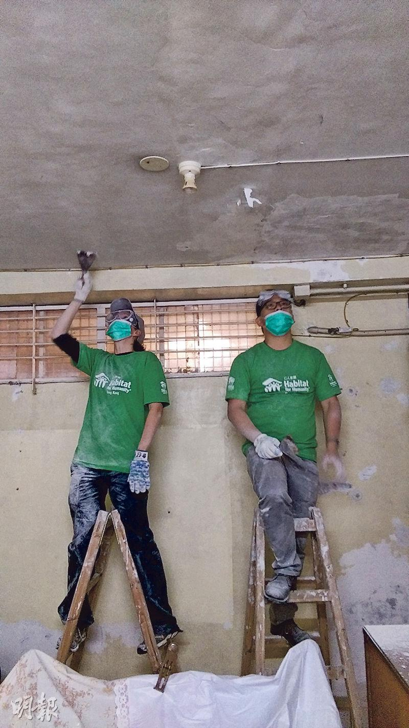 Heron (left) and volunteers scraped and painted ceilings and walls for Grandma Ng and her husband in Kwai Chung, creating a brighter and healthier living environment.