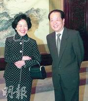 2000年9月,時任國務院副總理錢其琛(右)在北京中南海,會見時任政務司長陳方安生。(資料圖片)