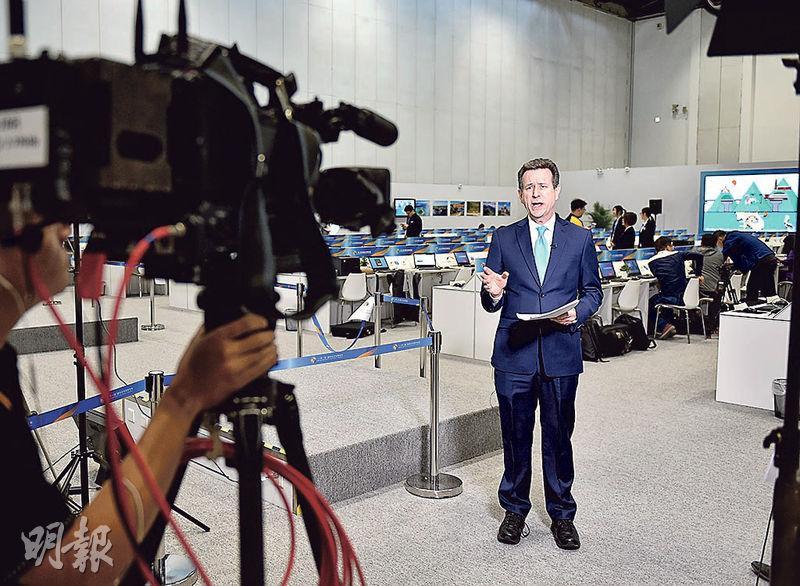 「一帶一路」國際合作高峰論壇14日至15日在北京召開 。記者昨日在北京國家會議中心新聞中心採訪。(新華社)