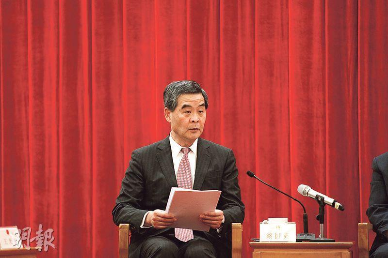 全國政協副主席兼特首梁振英在發言時指出,香港非主權國家,因此香港的民主選舉,不能與主權國家比較。(鄭海龍攝)