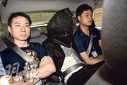 警方拘捕4名青年,把各人押返警署調查。(鍾炳然攝)