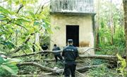 人質被綁匪藏在無人島上的廢棄水塔,特警到場營救。(網上圖片)