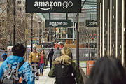 亞馬遜去年底在西雅圖開設了首家Amazon Go超市(圖),標榜顧客可拿起商品就走,毋須排隊結帳即可自動完成交易,為顧客帶來更大的方便,挑戰傳統的超市和便利店。(資料圖片)