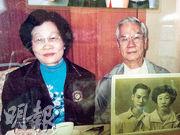 離世4年的陳琼珍(左)長留在丈夫黃紹槐(右)心中,其家中衣櫃的玻璃貼有兩人合照。黃紹槐昨日聽取裁決後表示,過去4年日子難過,現終可放下心頭大石。(家屬提供)