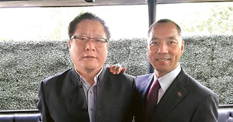 郭文貴為了撈人,被趙立新、葛長忠兩名疑犯騙去2000萬元人民幣。圖為葛長忠(左)與郭文貴(右)合影。(網上圖片)