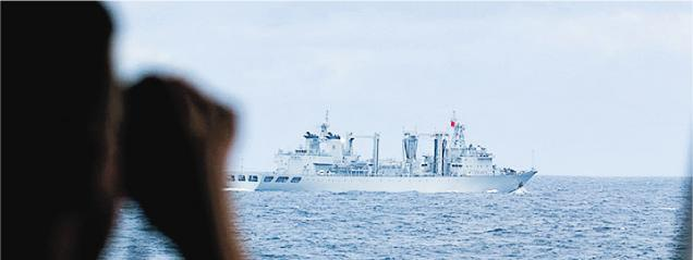 北約艦隊在北海與赴波羅的海參加中俄軍演的中國海軍編隊相遇。(網上圖片)