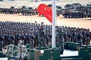 慶祝解放軍建軍90周年閱兵昨在內蒙古朱日和訓練基地舉行。圖為閱兵現場的升旗儀式。(中新社)