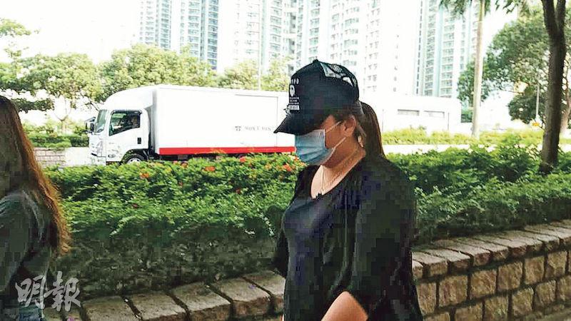 被告歐嘉欣(圖)報稱任職美容師,除被控無牌行醫,亦被控告管有第一部毒藥里格卡因,她否認以上控罪。(楊英傑攝)
